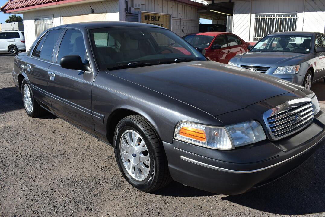 2005 Ford Crown Victoria  - Dynamite Auto Sales