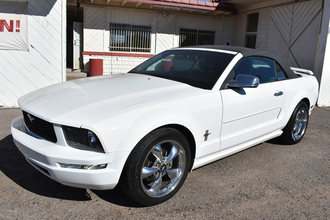 2006 Ford Mustang Deluxe  - 20281  - Dynamite Auto Sales