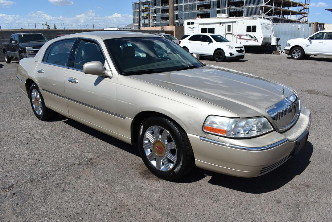 2005 Lincoln Town Car Signature  - 20037  - Dynamite Auto Sales