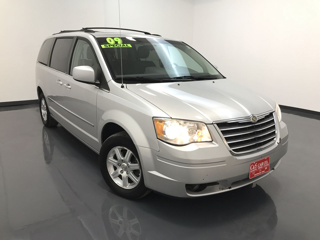 2009 Chrysler Town & Country Touring LWB  - HY7767A  - C & S Car Company