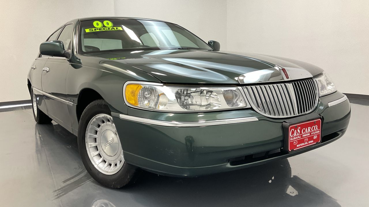 2000 Lincoln Town Car 4D Sedan  - 16708  - C & S Car Company
