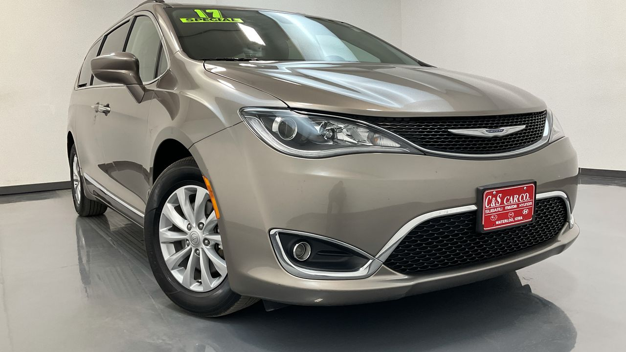 2017 Chrysler Pacifica Wagon  - HY8710B  - C & S Car Company