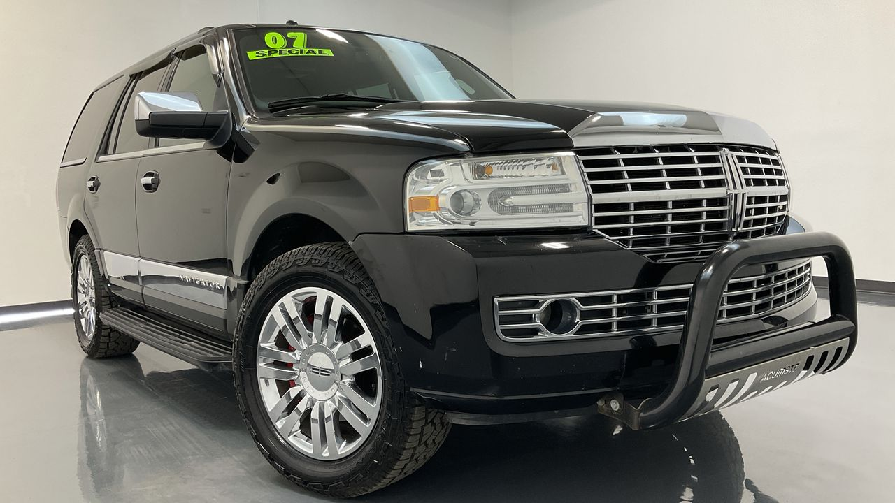 2007 Lincoln Navigator 4D SUV 4WD  - HY8562A  - C & S Car Company