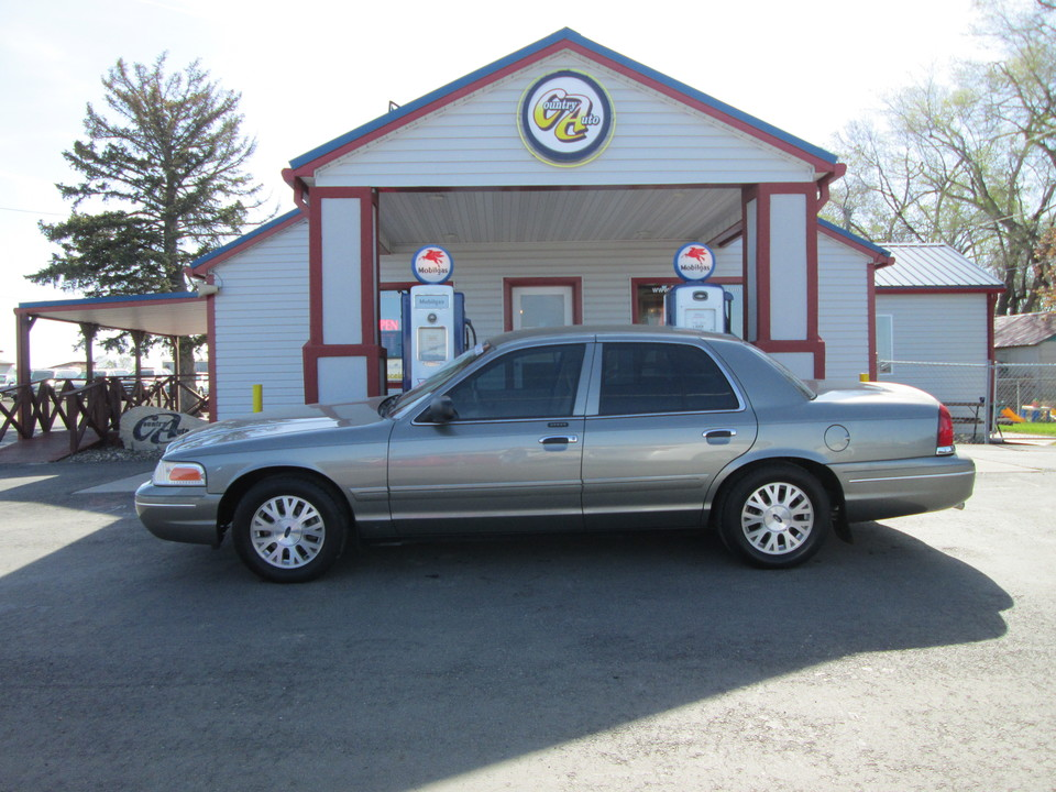 2004 Ford Crown Victoria  - Country Auto