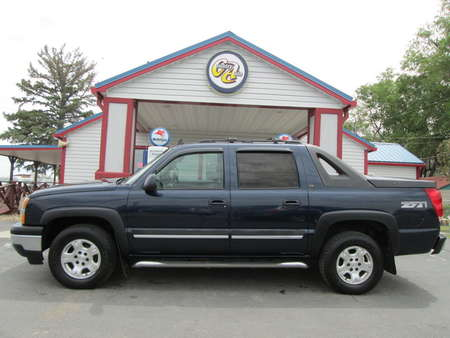 2006 Chevrolet Avalanche 4WD Crew Cab for Sale  - 8175  - Country Auto