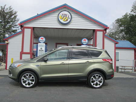 2013 Ford Escape Titanium 4WD for Sale  - 8107  - Country Auto