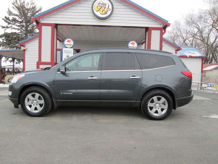 2009 Chevrolet Traverse LT w/2LT AWD for Sale  - 7968  - Country Auto