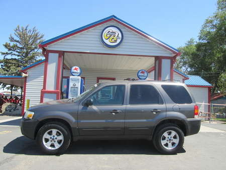 2005 Ford Escape XLT 4WD for Sale  - 8243  - Country Auto