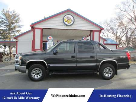 2004 Chevrolet Avalanche Z71 4WD Crew Cab for Sale  - 8372  - Country Auto