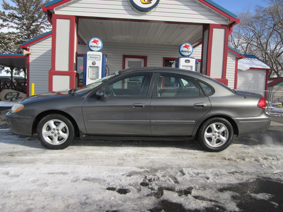 2004 Ford Taurus  - Country Auto