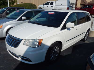 2013 Chrysler Town & Country Tour