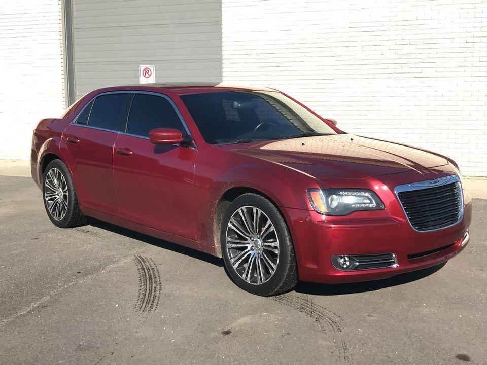 2012 Chrysler 300 S V6 RWD image 19 of 21