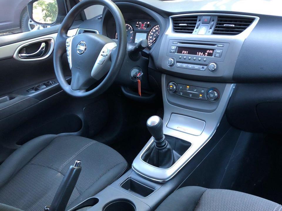 2014 Nissan Sentra SL image 6 of 7