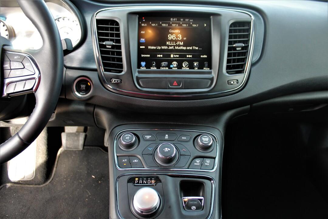 2016 Chrysler 200  - Fiesta Motors