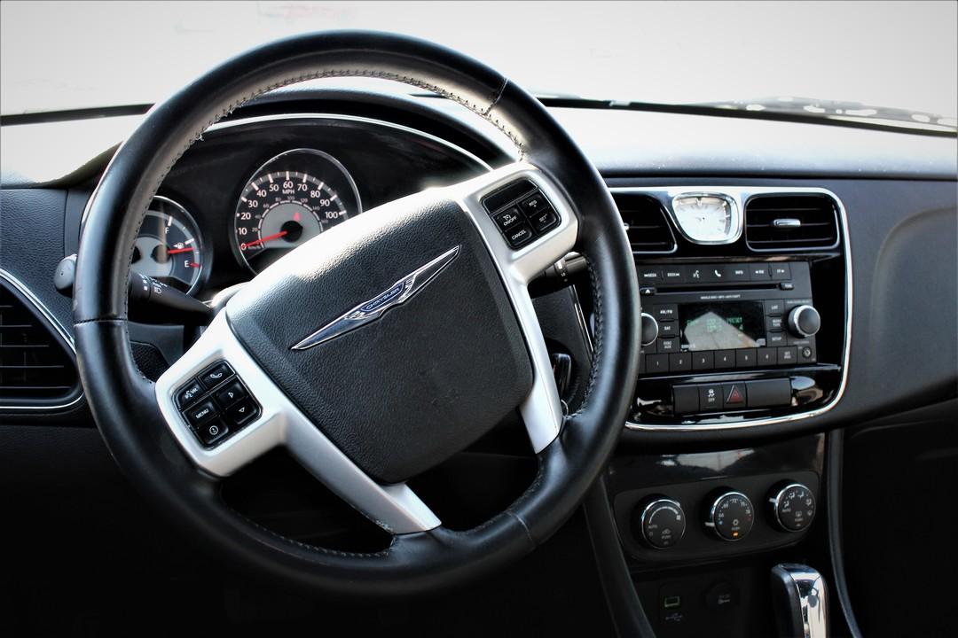 2014 Chrysler 200  - Fiesta Motors