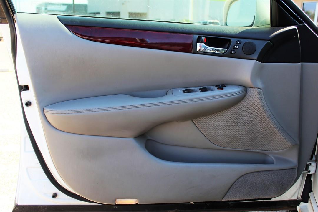 2004 Lexus ES 330  - Fiesta Motors
