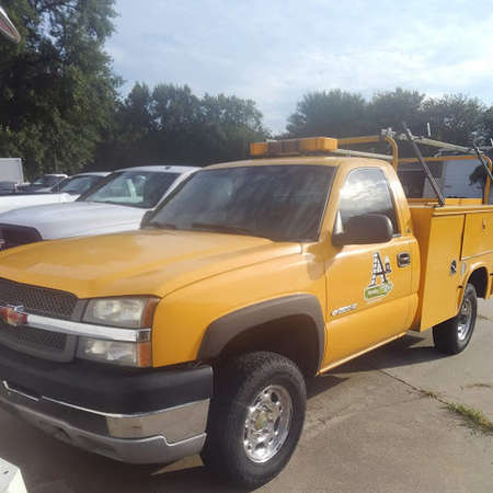 2004 Chevrolet Silverado 2500 HD reg cab 4x4 gas for Sale  - 4  - Exira Auto Sales