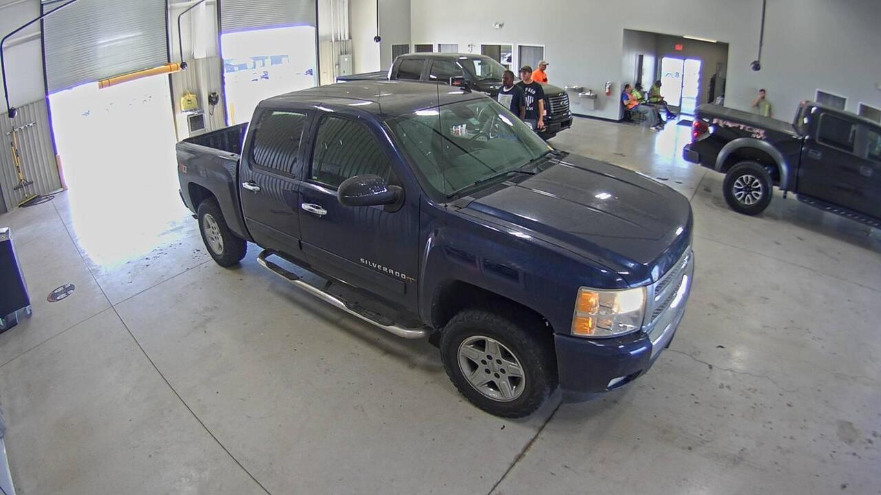 2011 Chevrolet Silverado 1500 LT-crew cab  - 11  - Exira Auto Sales