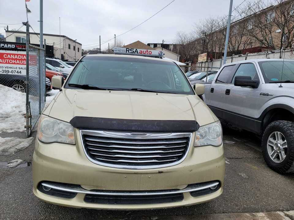2011 Chrysler Town & Country Touring image 1 of 11