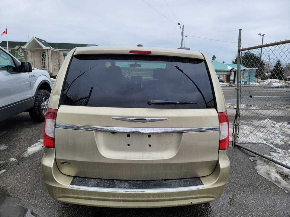 2011 Chrysler Town & Country Touring image 2 of 11