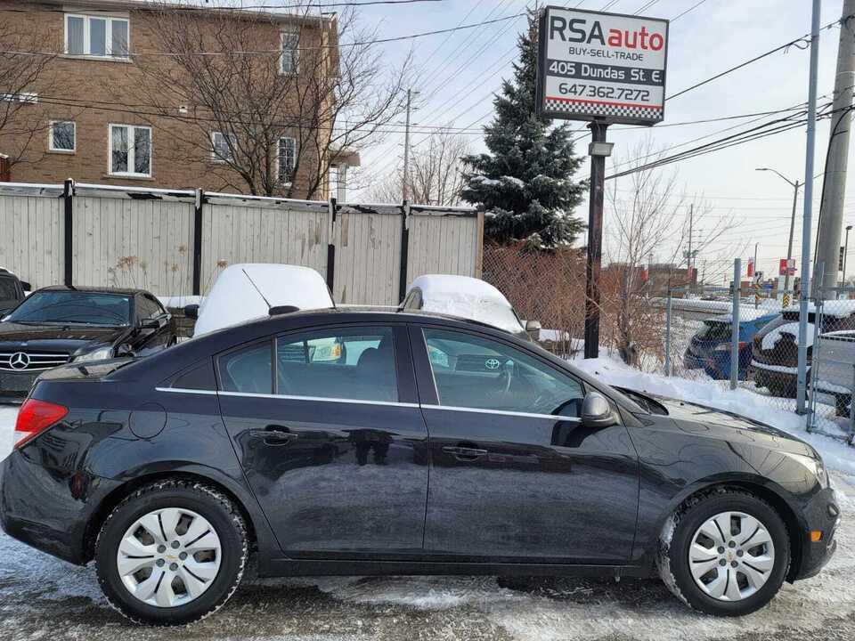 2016 Chevrolet Cruze LT image 2 of 8