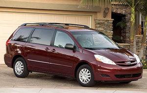 2007 Toyota Sienna   for Sale  - 3822  - Hawkeye Car Credit - Newton